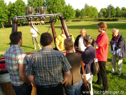 Ballonvaart met luchtballon vanuit Vondelpark in Papendrecht via Dordrecht (o.a. weizigtpark) naar Oud Gastel. Vooral boven Dordrecht hebben we hele mooie foto's kunnen maken. Ook hadden we per toeval een echtpaar uit Dordrecht aan boord van onze luchtballon. Ballonvaarten vinden vanaf 2012 vaker plaats vanuit het Wantijpark, of Weizigtpark in Dordrecht.