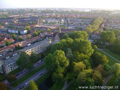 Ballonvaartje met middelgrote luchtballon vanuit Papendrecht via Dordrecht (o.a. weizigtpark) naar Oud Gastel in west-Brabant. Vooral boven Dordrecht hebben we prachtige foto's kunnen maken. Ook hadden we per toeval een echtpaar uit Dordrecht aan boord van onze luchtballon. Ballonvaarten vinden vanaf begin april 2012 vaker plaats vanuit het Wantijpark, of Weizigtpark in Dordrecht.