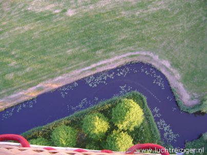 Ballonvaart met luchtballon vanuit Vondelpark in Papendrecht via Dordrecht (o.a. weizigtpark) naar Oud Gastel in west-Brabant. Vooral boven Dordrecht hebben we prachtige foto's kunnen maken. Ook hadden we per toeval een echtpaar uit Dordrecht aan boord van onze luchtballon. Ballonvaarten vinden vanaf 2012 vaker plaats vanuit het Wantijpark, of Weizigtpark in Dordrecht.