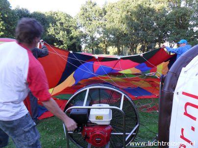 Daar ligt de PH-DLB is al z'n glorie. De ballonvaart zal vanuit het park nabij het Zuiderpark gaan richting Haastrecht, net onder Gouda. De gemaakte afstand is voor een luchtballonvaart best heel veel.