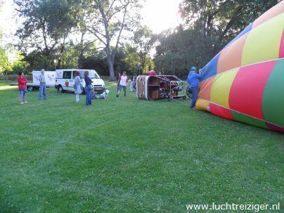 Daar ligt de PH-DLB is al z'n  volle glorie. De ballonvaart zal vanuit het parkje nabij het Zuiderpark gaan richting Haastrecht (onder Gouda), net onder Gouda. De gemaakte afstand is voor een ballonvaart best aanzienlijk.