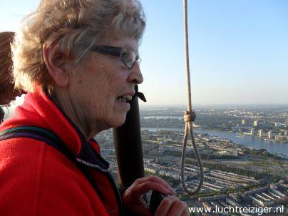 Oma had niet verwacht dan we op deze datum echt een ballonvaart boven Rotterdam konden maken. Als echte Rotterdamse was dat wel haar hartewens.