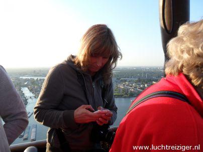 We stijgen met mooi weer en een westenwind op in het park bij restaurant 'de Olipfant' in Rotterdam-zuid. Dit is een zeer idylische plek, met een molentje en een hystorisch restaurant in zicht. De ballonvaart vanuit Rotterdam gaat meestal via stadion de Kuip, via de van Brienenoordbrug over de haven en vervolgens via Capelle aan den IJssel richting het Groene Hart van Zuid-Holland. Ballonvaren boven Rotterdam is mooier dan 1 ook in Nederland omdat Rotterdam van boven echt een wereldstad is.