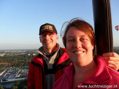Het uitzicht is betoverend boven Rotterdam. Een ballonvaart boven Rotterdam zou ieder mens eens in z'n leven mee moeten maken