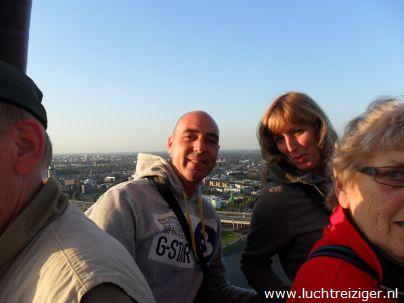 Ballonvaart van Rotterdam naar de Vlist. Het uitzicht over de havens, de kustlijn van Hoek van Holland en Capelle aan de Ijssel en Krimpen aan IJssel is prachtig.