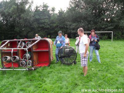 Luchtballon opbouwen in Gouwebos te Waddinxveen