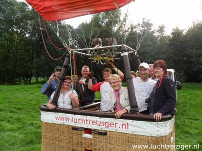 Vertrek met luchtballon vanuit Gouwebos in Waddinxveen voor een tocht naar haastrecht