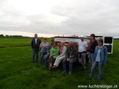 In het weiland in Haastrecht, na ballonvaart vanuit waddinxveen