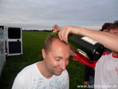 Champagnedoop na ballonvaart vanuit Waddinxveen naar Haastrecht