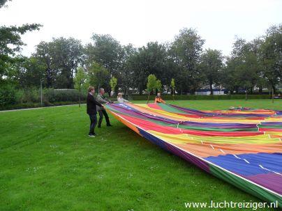 Vondelpark in papendrecht. De luchtballon klaarmaken