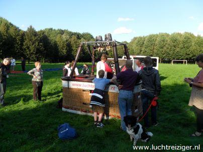Luchtballon opbouwen in Gouwebos Waddinxveen