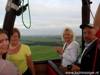 Ballonvaren boven Oud Alblas vanuit Papendrecht