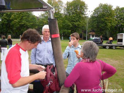 Laatste check ballonvaart vanaf Exercitieveld in Woerden