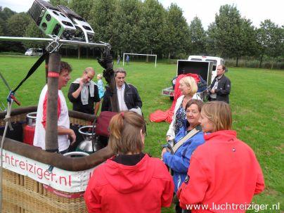 Opbouw luchtballon in Gouwebos Waddincveen