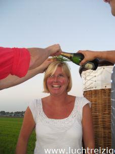Champagnedoop van passagier n Lopik na ballonvaarten vanuit Stolwijk (Groene Hart) naar Lopik (Lopikerwaard)