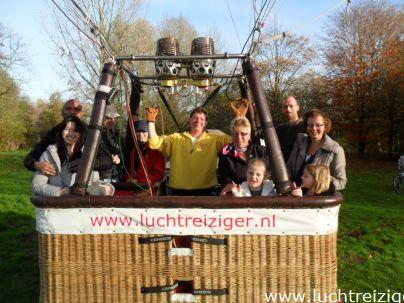 Groepsfoto voor vertrek met luchtballon