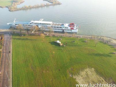 De veerdienst van Gorinchem, vanuit de lucht gefotografeerd.