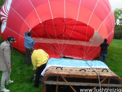 Ballonvaart vanuit Dordrecht, Wantijpark, over de Biesbosch, naar Hank in Brabant. Het weer was heel goed, de luchtballon toch weer mooi droog in kunnen pakken. Uitzicht over Zuid-Holland en Brabant.