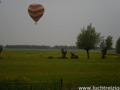 Ballonvaart met de Luchtreiziger Ballonvaarten vanaf Woerden over Kockengen naar Nieuw ter Aa. Mooi rustig weer maakt ballonvaren prachtig. Allemaal tevreden passagiers aan boord