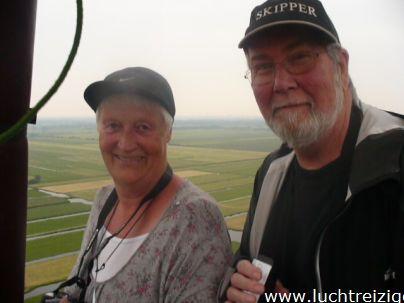 Ballonvaart met de Luchtreiziger Ballonvaarten vanaf Woerden over Kockengen naar Nieuw ter Aa. Mooi rustig weer maakt ballonvaren prachtig. Allemaal tevreden passagiers aan boord. Mooi uitzicht!