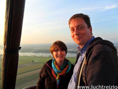 Ballonvaart van Papendrecht over 's Gravendeel en de Hoeksche Waard (Hoekse Waard) via Heinenoord naar Oud Beijerland. We voerden vlak onder Rotterdam. Prachtige ballonvaart