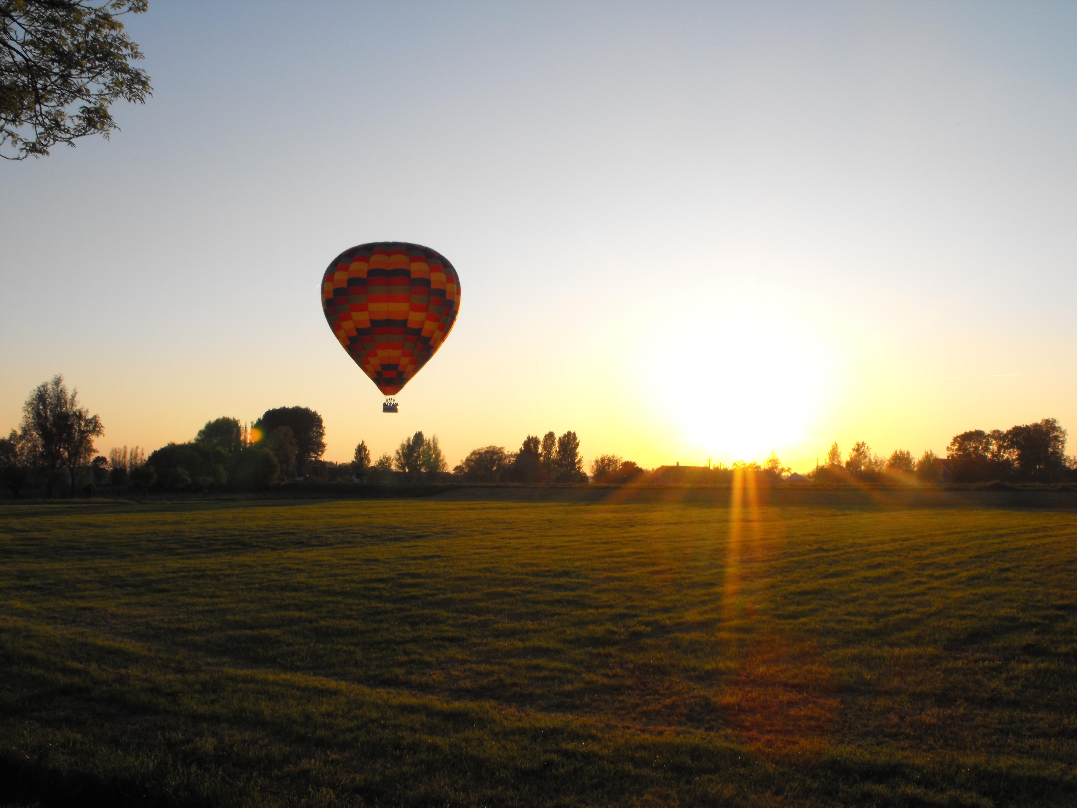 Onze luchtballon nabij Montfoort, boven het Groene Hart