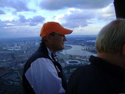 Ballonvaart boven Rotterdam gaat via de Kuip