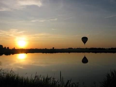 zonsondergang_met_luchtballon
