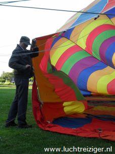 Daar ligt de PH-DLB is al z'n glorie. De ballonvaart zal vanuit het park nabij het Zuiderpark gaan in de richting van Haastrecht, net onder Gouda. De gemaakte afstand is voor een ballonvaart heel veel.