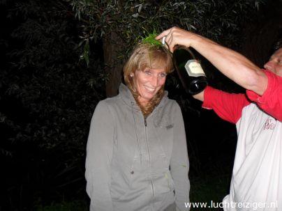 De champagnedoop na de ballonvaart van metropool Rotterdam naar Vlist, over de Kuip, Capelle aan den IJssel en het Groene Hart van Zuid Holland.