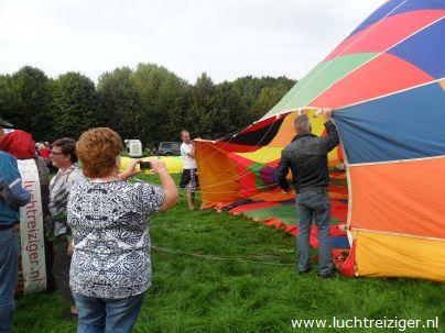 Luchballon inflaten in Gouwebos, Waddinxveen
