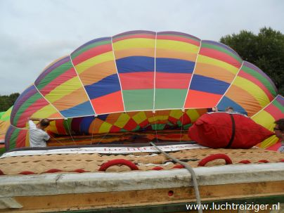 Ballon opbouwen in Gouwebos te Waddinxveen