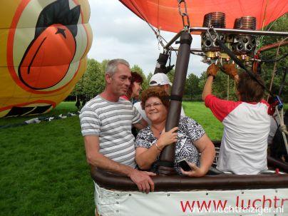 Meerdere luchtballonnen stijgen op in het Gouwebos in Waddinxveen en landen in Haastrecht achter de camping