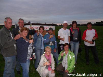 Champagne drinken na ballonvaart in Haastrecht
