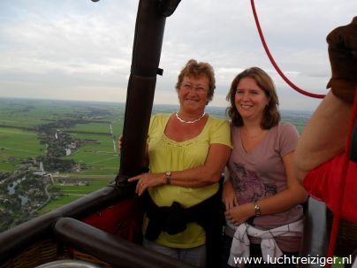ballonvaren vanuit Papendrecht, boven het Groene Hart van Zuid Holland