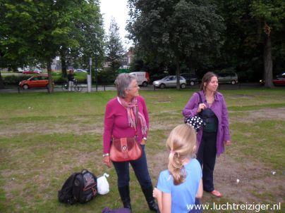 Familie mee voor start ballonvaart Exercitieveld Woerden