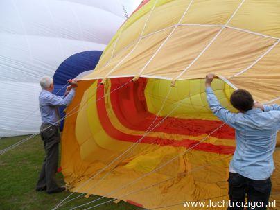 Opzetten luchtballon exercitieveld Woerden