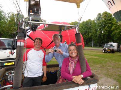 Nog even lachen in de luchtballon op het exercitieveld in Woerden