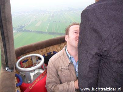 Wil je met me trouwen, was de vraag in de luchtballon van Papendrecht tot Hoornaar