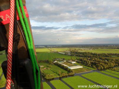 Uitzicht over Haastrecht en omgeving vanuit luchtballon vanaf Waddinxveen