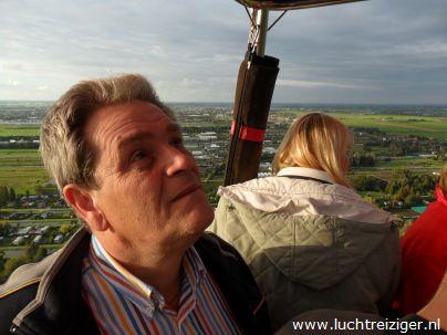De Tecniek van een luchtballen bekijken tijdens een ballonvaart van Waddinxveen naar Cabauw (naast Schoonhoven)