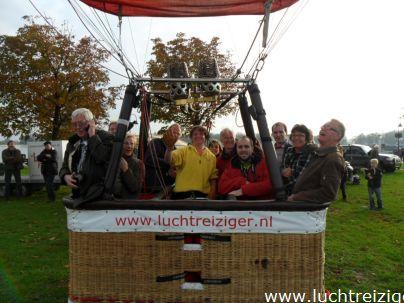 Klaar voor vertrek met een luchtballon richting Schoonhoven. Landingsplaats werd Lexmond, nabij de lek