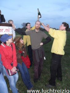 Champagnedoop na ballonvaart boven Groene Hart
