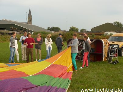 Familie ballonvaart van Cabauw (zuid-Holland) via Oudewater en Linschoten naar Woerden. Prachtige tocht met PH-DLB luchtballon.